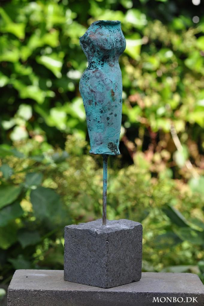 Bronzekjole - en skulptur fra bronzeskulpurer.com