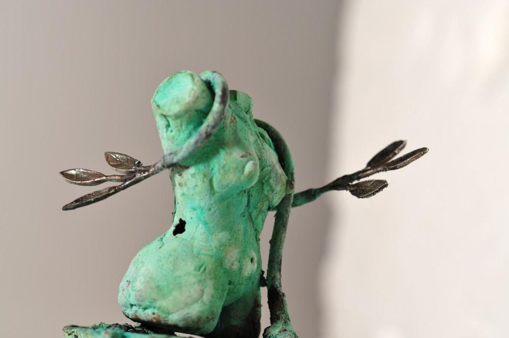 Kvindetorso - med løv i sølv.