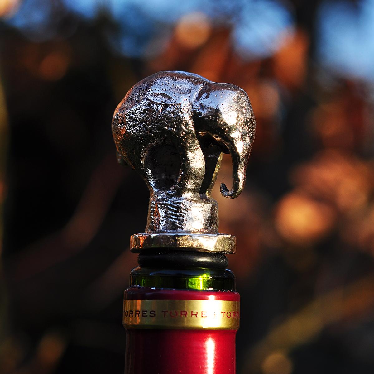 Vinprop i bronze. Elefant.