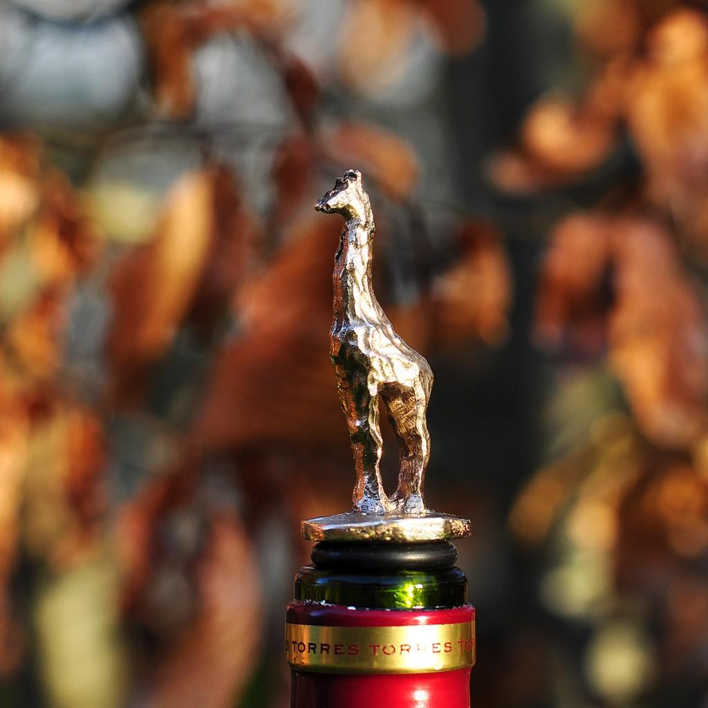 Vinprop. Bronzefigur af giraf.