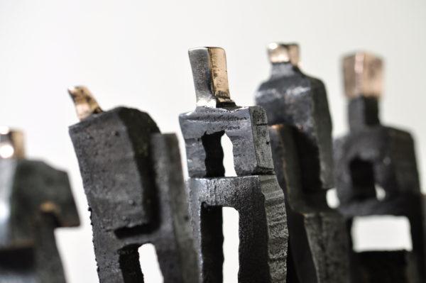 Bronzefigurer i oxyderet bronze.