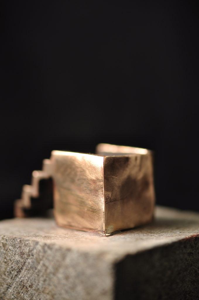 Arkitektur skulptur i bronze - trappen