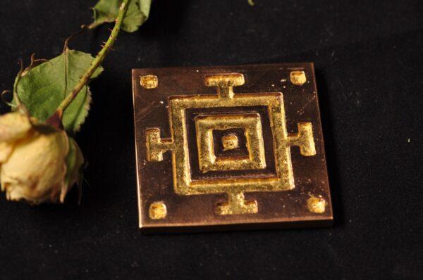 Mandala - blank bronze med bladguld - bronzeskulpturer