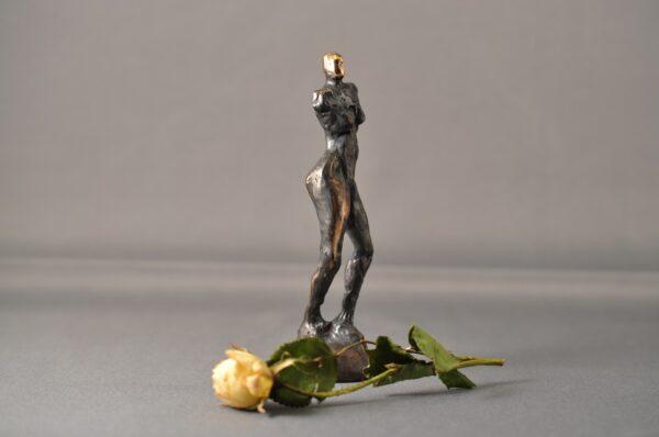 Bronzeskulptur. Kvindefigur. Skulptur i bronze.