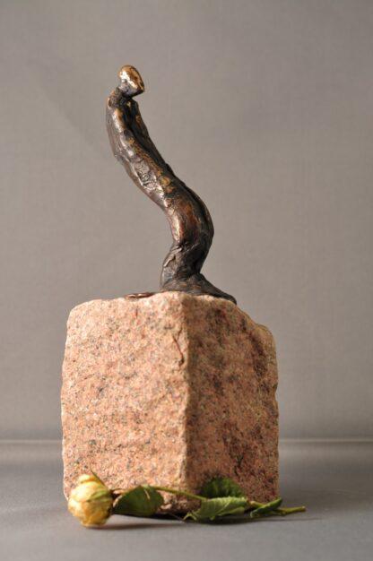Mand i bevægelse - bronzefigur
