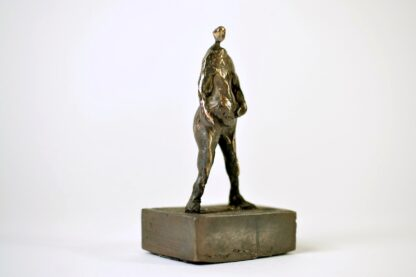 Stolt mand i bronze