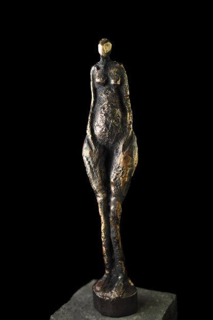 Kvindefigur i bronze - Bronzeskulptur til salg.
