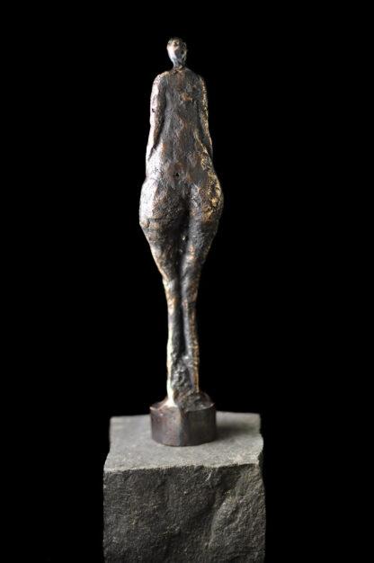 Kvindefigur - set bagfra - Bronzeskulptur