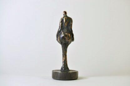 Kvindefigur i massiv bronze - set bagfra