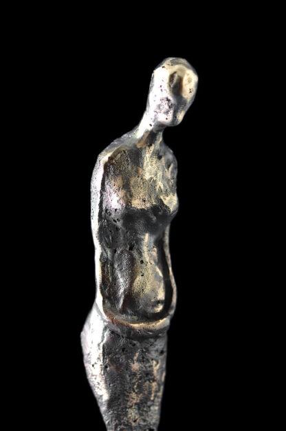 Kvindefigur-Bronzeskulptur