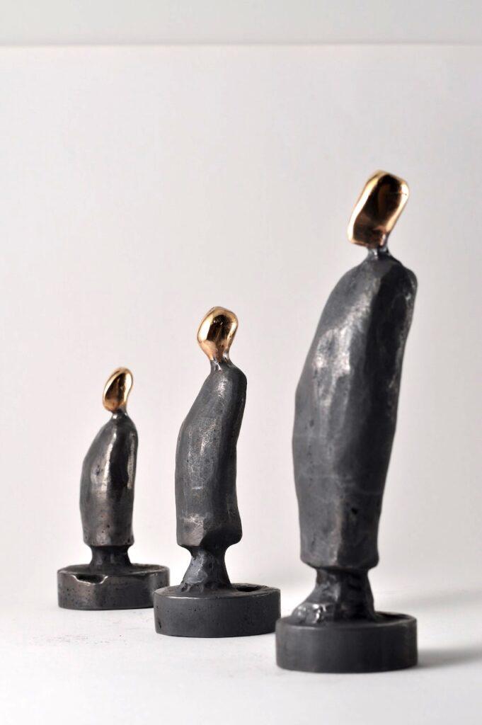 Søn, far og farfar - Bronzeskulpturer til salg.